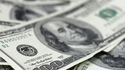 Después de superar los $60, este lunes el dólar cerró en $54,95