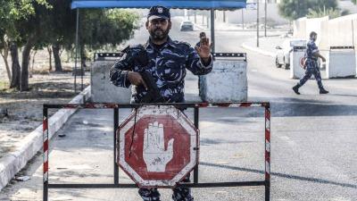 Mueren dos policías palestinos por explosiones en puestos de control en Gaza