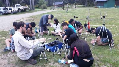 Medio centenar de alumnos secundarios participan de un campamento científico - El Diario de Madryn
